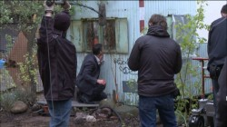 Hanna Eric Bana behind the scenes Erik crouching kneeling peeking screencaps images