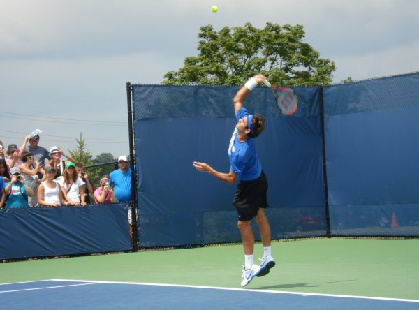 Roger serve practice Western and Southern Open ass bum curves air racquet pictures photos images photographs