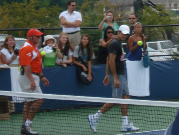 Roger Federer Western Southern Open stare practice 2011 gray shorts pictures photos images
