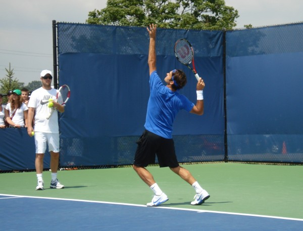 Fed serve Western Southern Open practice Monday 2011 pictures
