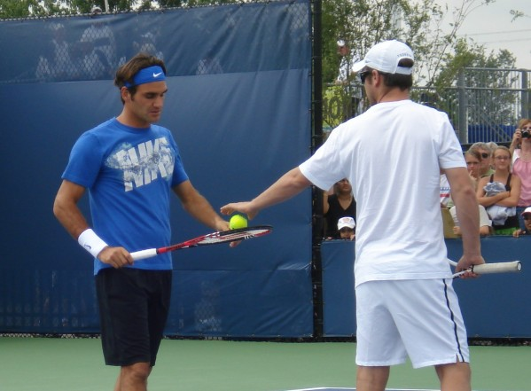 Roger Federer Western Southern Cincinnati tennis racquet balls headband Nike pictures photos images