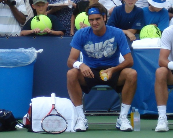 Roger Federer stare Western and Southern Open Monday practice pictures orange juice bottle